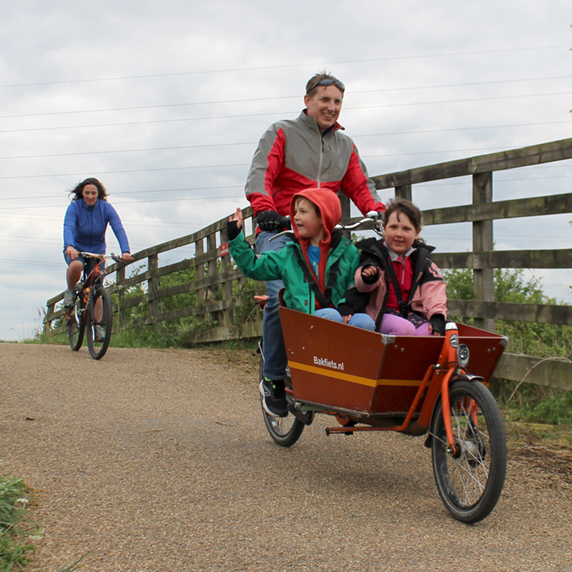 Family with a cargo bike