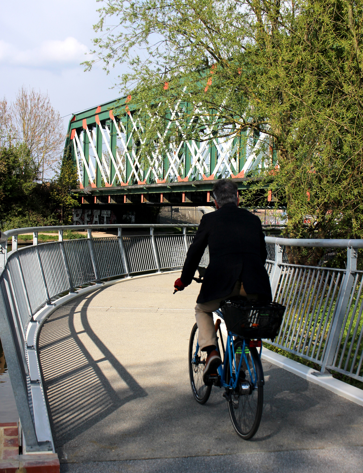 A cyclist on the new jetty between Stourbridge Common and Ditton Meadows