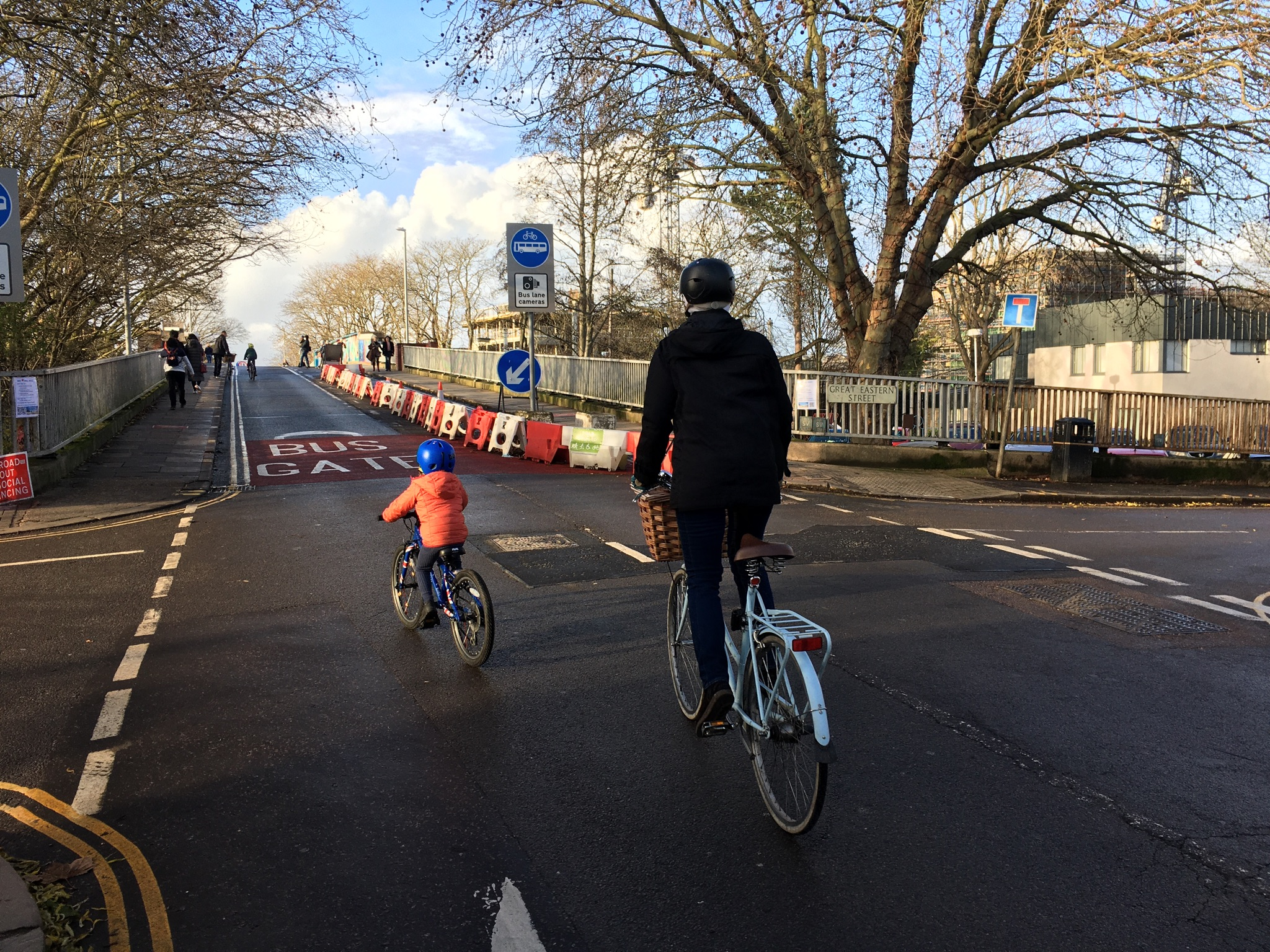 A parent and child cycling up to Mill Road bridge
